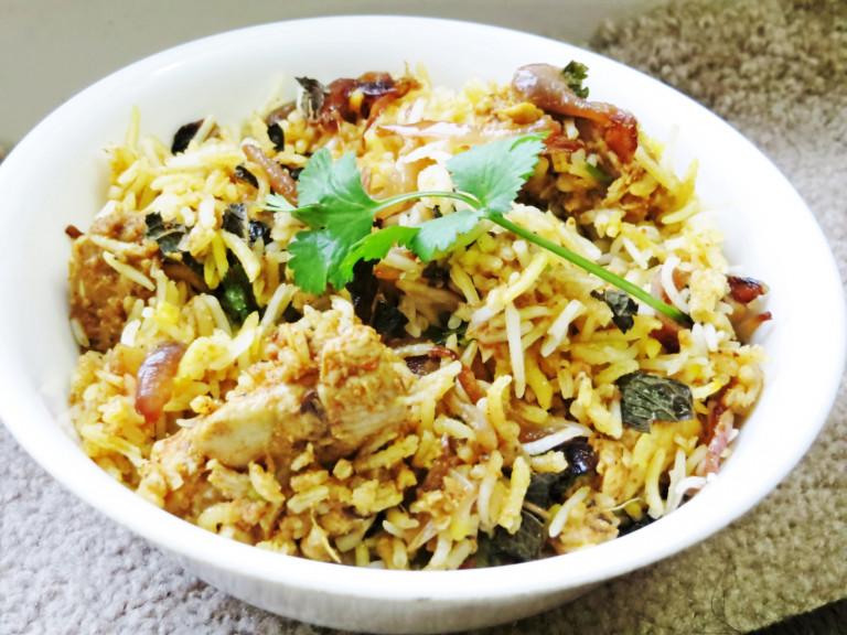 a bowl of Rajastani chicken biryani