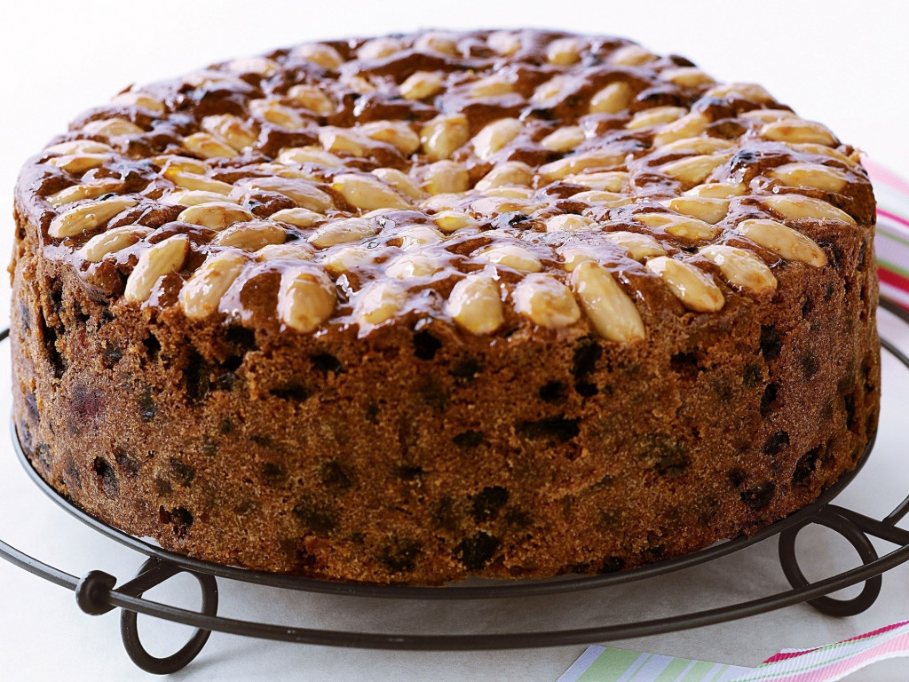 christmas cake, Raj style, with nuts topping